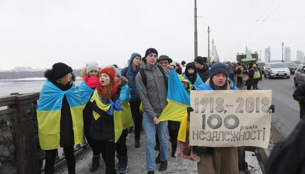 На мосту Патона у Києві активісти утворили