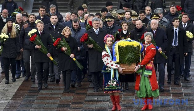 Ukrainian leaders lay flowers to monuments to Taras Shevchenko, Mykhailo Hrushevskyi in Kyiv