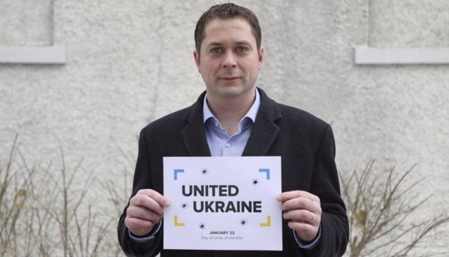 Leader of Canadian opposition joins flash mob #UnitedUkraine