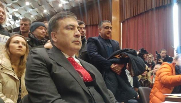 Суд частично удовлетворил ходатайство Саакашвили и взял перерыв