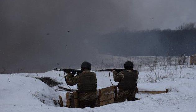 АТО: боевики увеличили количество обстрелов, применяют танки и артиллерию