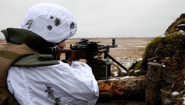 Vier feindliche Angriffe im Donbass