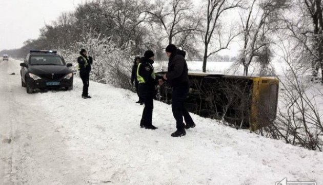 Біля Кривого Рогу перекинувся автобус, постраждали пасажири
