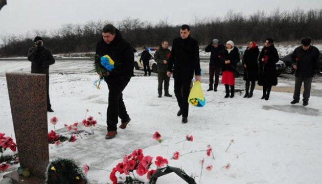 День Соборности: в Славянске цветами почтили память погибших героев