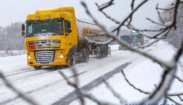 На Житомирщине ограничили движение грузовиков по международным трассам