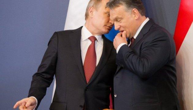 Євродепутат каже, що Орбану досить служити «пуделем Путіна»