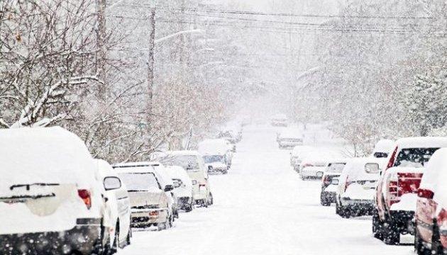 У п'ятницю в Україні на заході – сніг, на сході - дощ