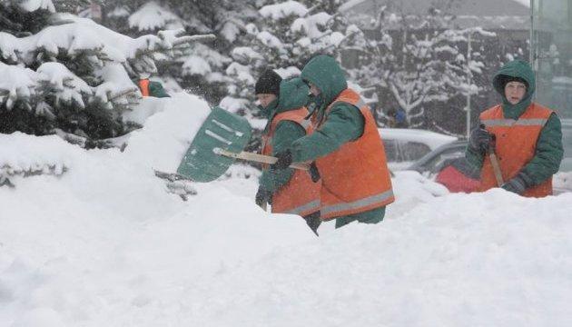 У Харкові відучора йде сніг - затори тягнуться через усе місто