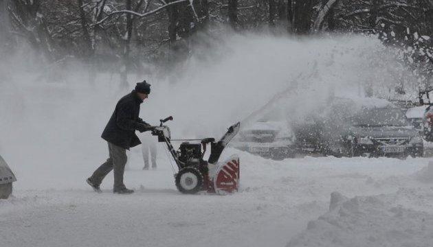 Schneefälle: Rund 2000 Einsatzkräfte und 1622 Fahrzeuge räumen Straßen