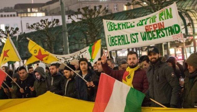 В аэропорту Ганновера столкнулись сторонники и противники Эрдогана