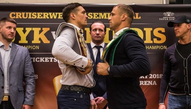 Usyk, Briedis hold open training session in Riga