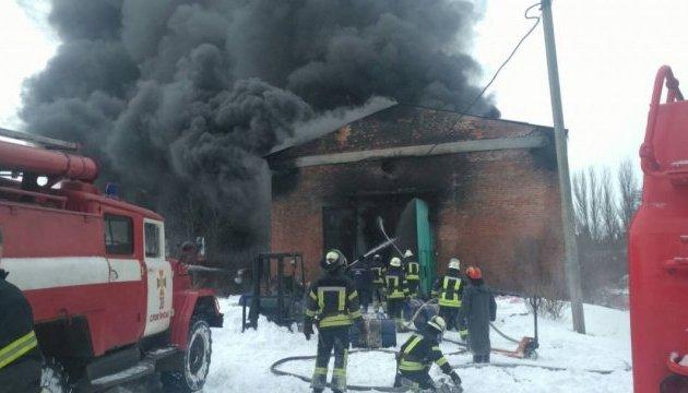 У Слов'янську ліквідували пожежу на паливно-мастильному складі