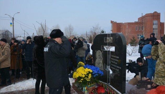Les habitants de Marioupol ont commémoré leurs citoyens tués il y a trois ans lors d'un  bombardement ennemi (photos)