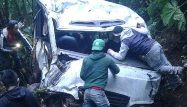 В Гватемале автобус упал в пропасть: не менее 15 погибших