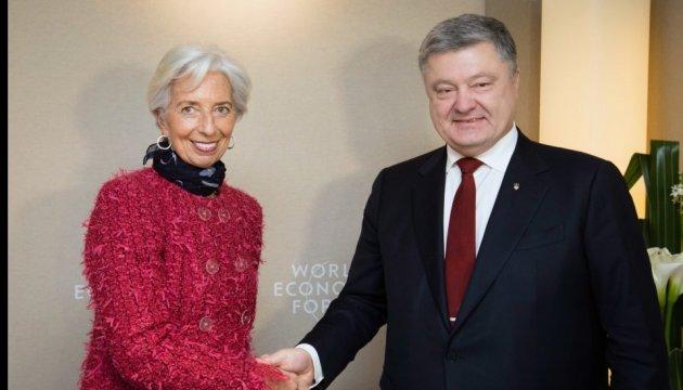 ポロシェンコ大統領、ラガルドIMF専務理事と電話会談を実施