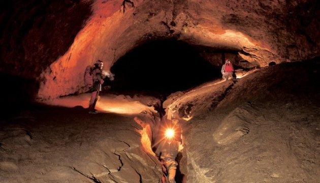 У Швейцарії звільнили туристів, які п'ять днів просиділи у печері