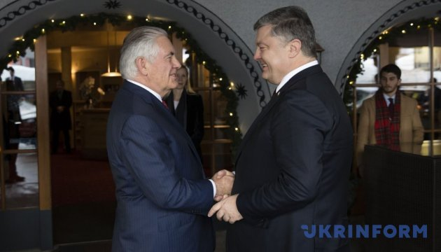 Poroshenko, Tillerson discuss bilateral cooperation in Davos