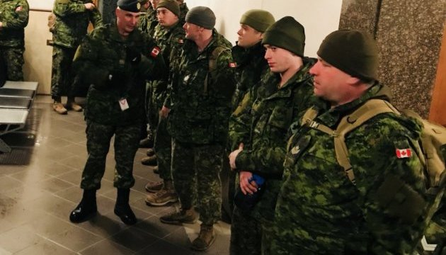 Más de 50 instructores militares canadienses llegan a Ucrania (Fotos)