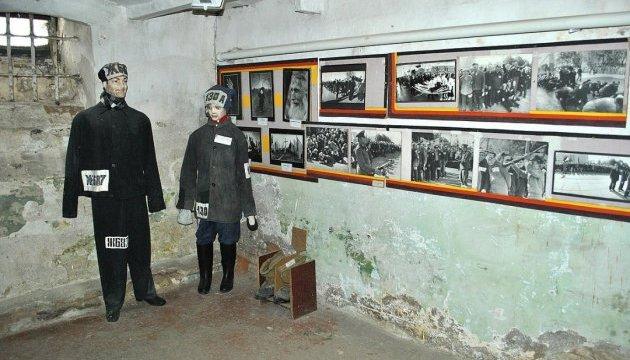 У пам'ять про Героїв Крут: 25 юнаків і дівчат провели добу в колишньому ізоляторі КДБ