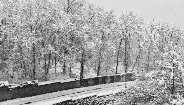 В Тегеране из-за снегопада закрыли аэропорты и школы