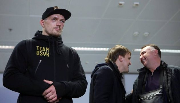 Usyk returns to Kyiv, promises to work on mistakes