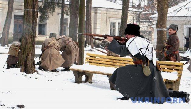 В Ивано-Франковске Героям Крут посвятили историческую реконструкцию