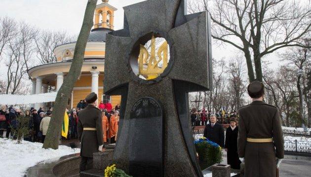 В Украине ожидают воплощения темы Крут в фильмах и сериалах - Порошенко