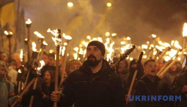 Харьковчане прошли факельным шествием в честь Героев Крут