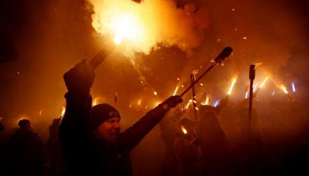 В Херсоне националисты провели факельное шествие в честь Героев Крут