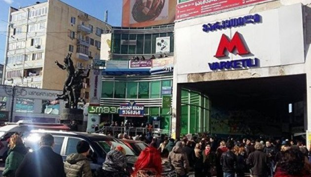 В Тбилиси на станции метро обвалился потолок, есть пострадавшие
