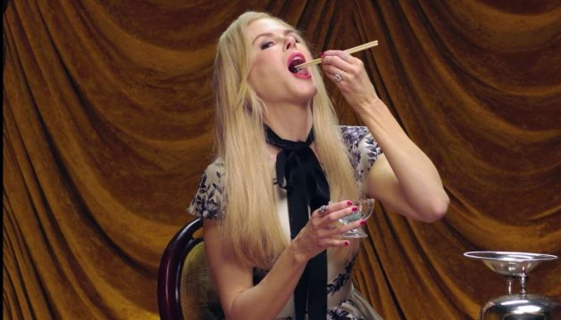 Скрытые таланты: Николь Кидман ест жуков