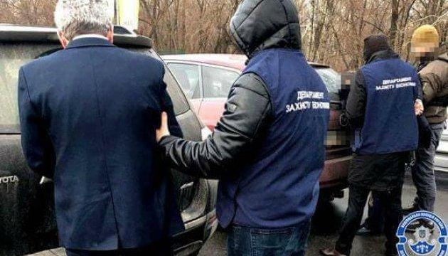 Деньги не пахнут: задержали киевского чиновника, который наживался на канализации