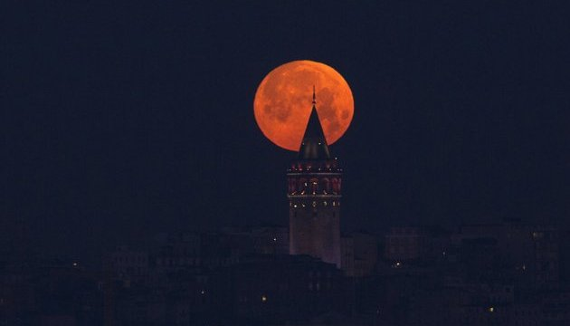 Лунное затмение, суперлуние и голубая Луна - три суперявления в один день