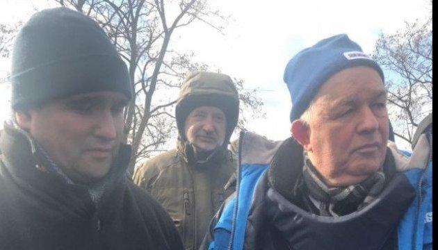 Klimkin und Alfano besuchen im Donbass einen Kontrollpunkt