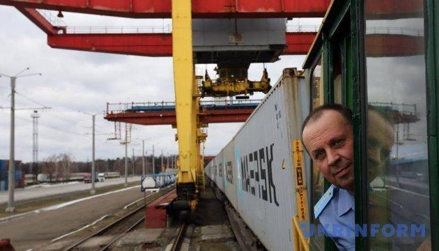 Контейнерный поезд от станции Киев-Лиски в порт