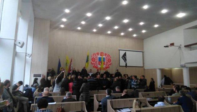 За политический кризис в Черкассах возьмутся АТОшники, профсоюзы и волонтеры