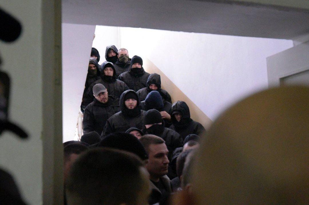 """""""Тітушки"""" окупували Солом'янський суд (15.02.2018 р.)"""