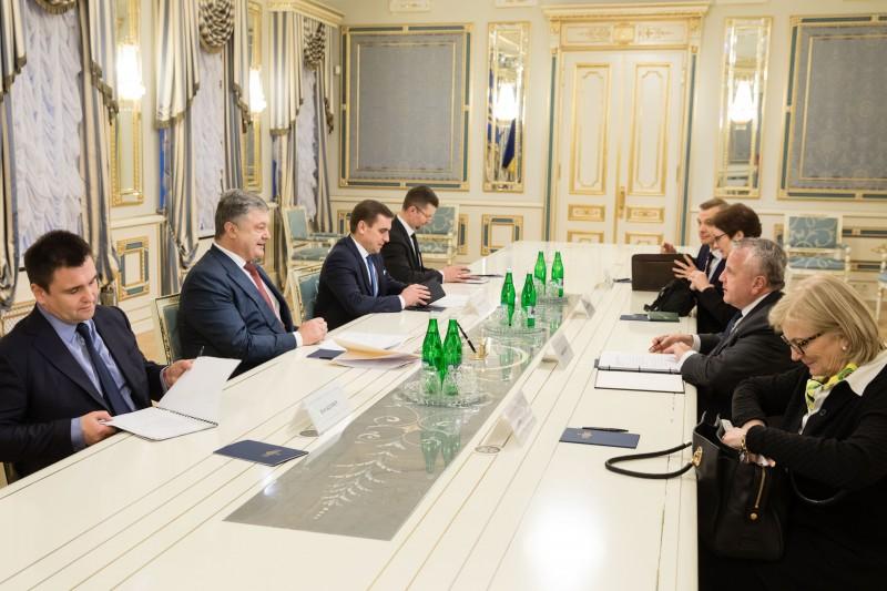 Участниками гумпрограммы стали неменее 18 тыс. граждан подконтрольного Киеву Донбасса— руководитель ДНР