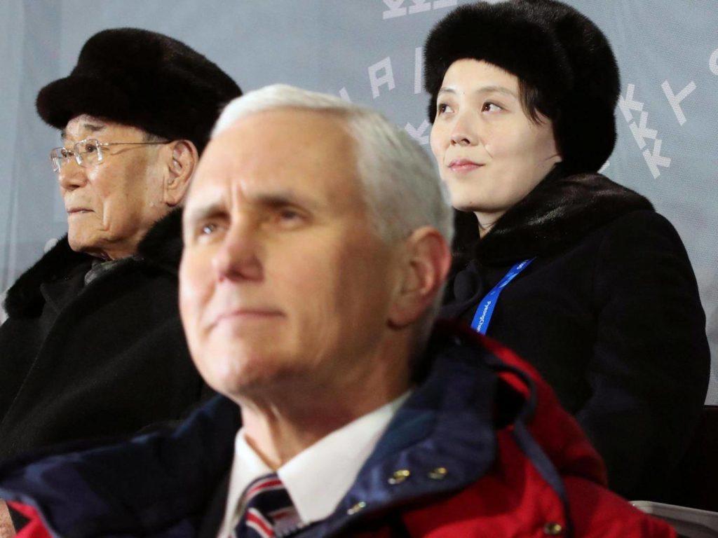Майк Пенс (спереду) і Кім Е Чжон, сестра північнокорейського лідера Кім Чен Ина, на Олімпійському
