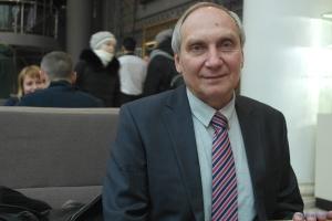 Президент поздравил с 65-летием экс-заложник боевиков ОРДЛО Игоря Козловского