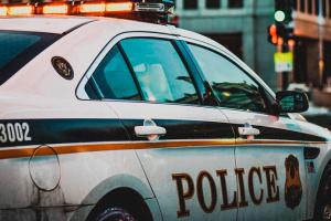 Три подростка с автоматом АК-47 проникли на территорию имения Трампа