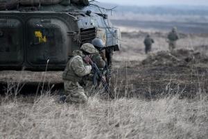 Ostukraine: Ein Soldat bei Angriffen des Feindes tödlich verletzt