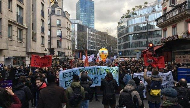 """""""Нет"""" реформе образования: в Париже протестуть школьники и студенты"""