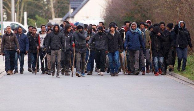 Во французском Кале произошла массовая драка мигрантов, есть пострадавшие