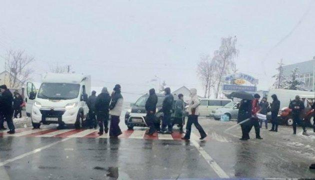 Протестующие блокируют пункты пропуска Шегини и Рава-Русская