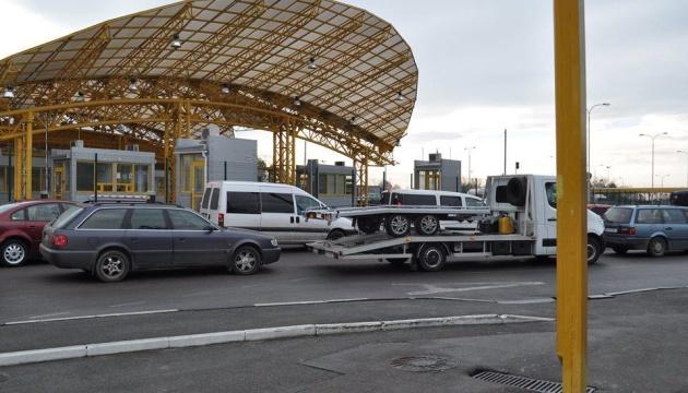 Проїзд на кордоні з Польщею, Словаччиною та Угорщиною ускладнений - прикордонники