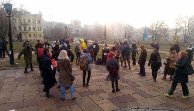 Возле незаконной часовни УПЦ МП в Киеве собралась акция протеста