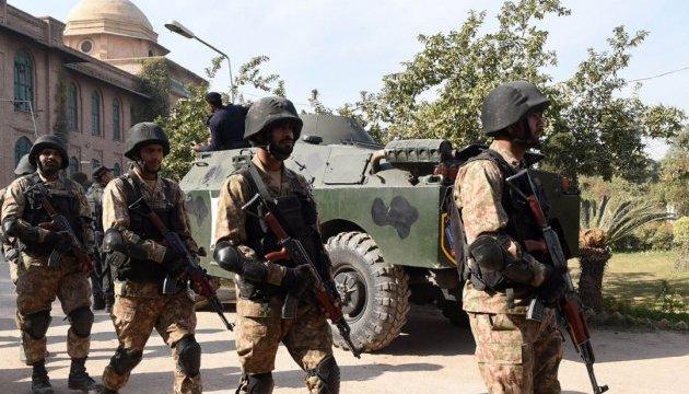 В Пакистане прогремел взрыв возле военной базы, погибли 11 солдат