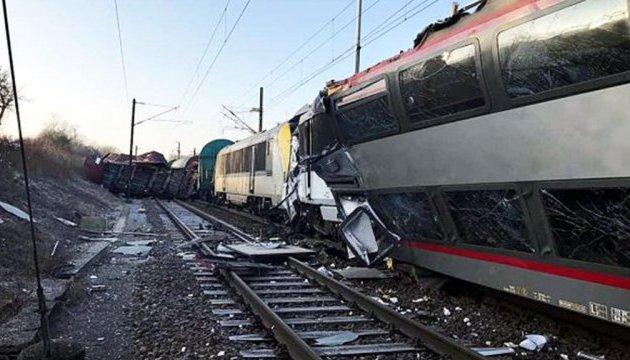 В США пассажирский поезд столкнулся с товарным — есть погибшие, десятки раненых