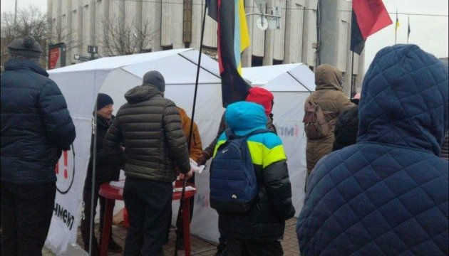 Движение на Европейской площади Киева перекрыли из-за акции сторонников Саакашвили